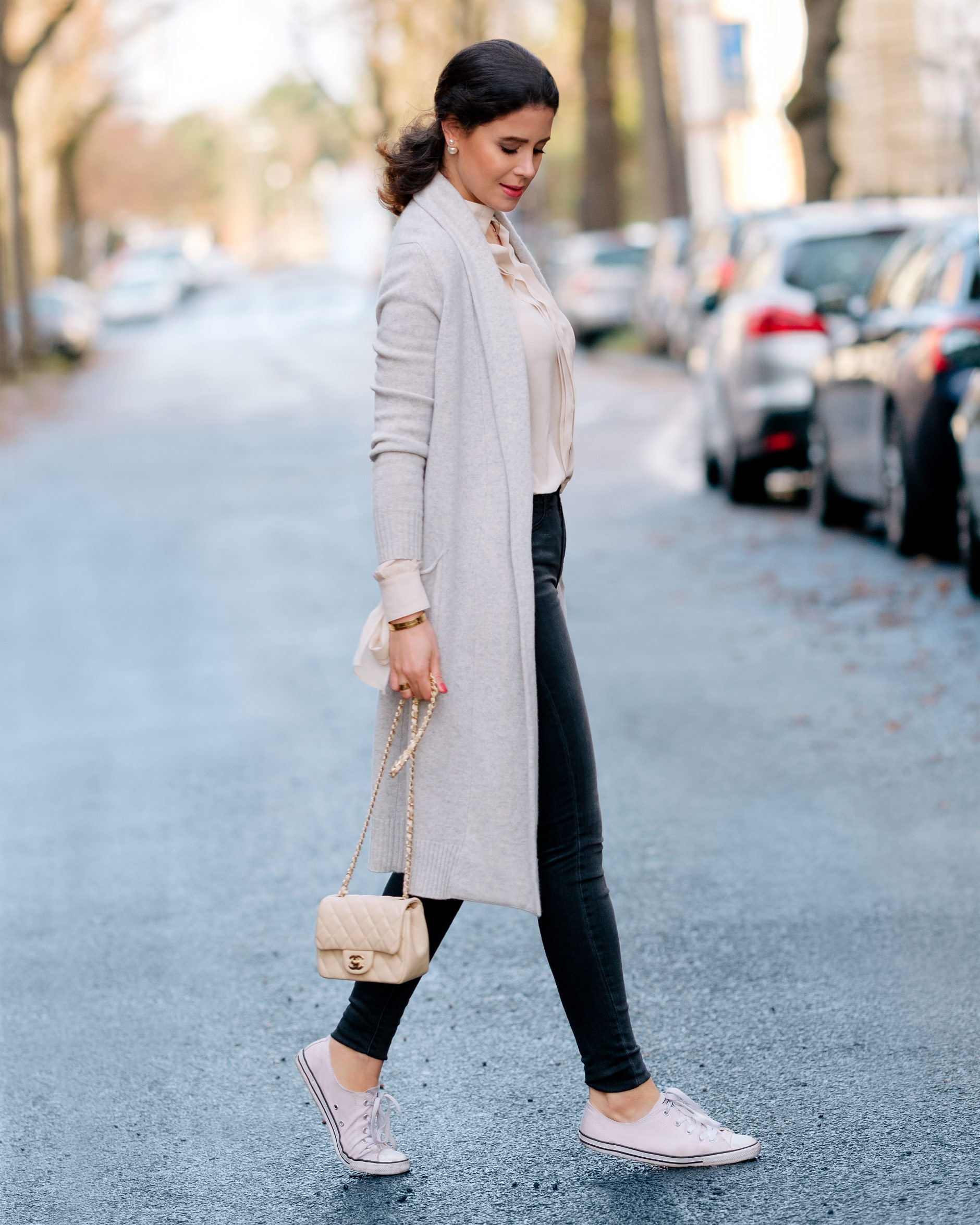 grey-cashmere-cardigan-converse-outfit